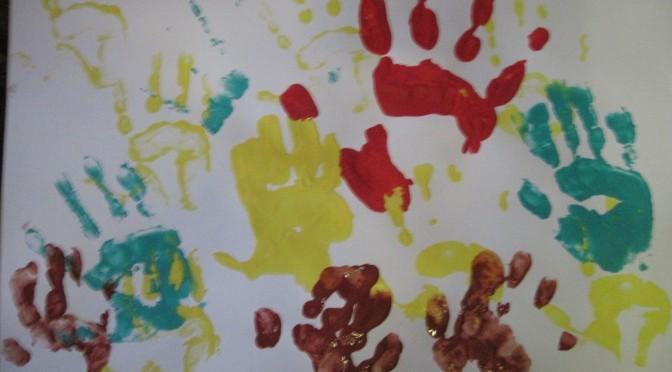 mains peinture