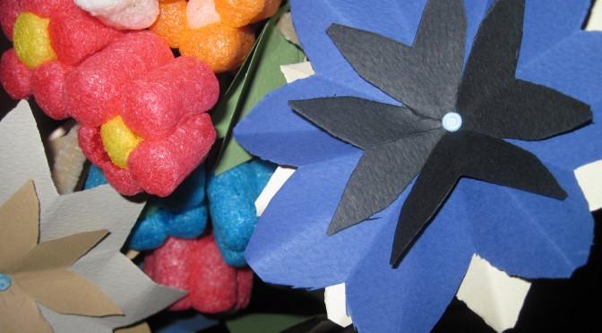 Fleurs playmaïs et fleurs papier